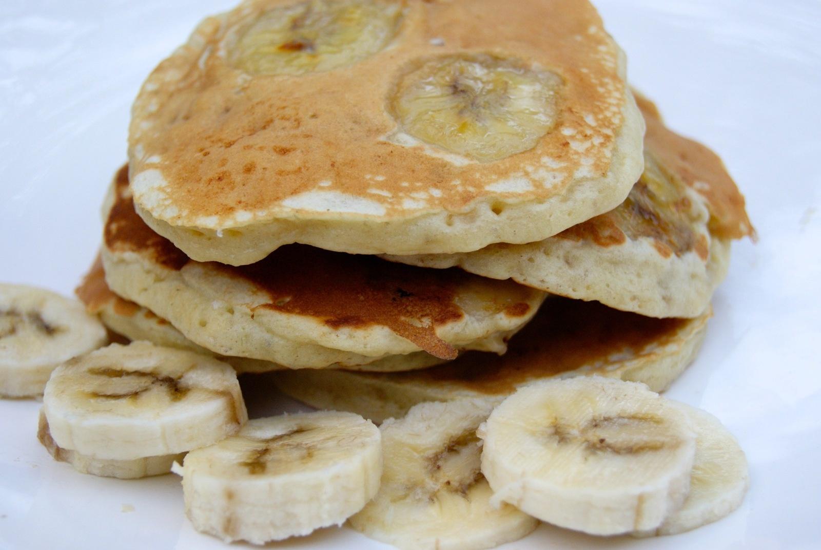 ob_61c13a_pancakes-bananes-brunch-etats-unis.jpg